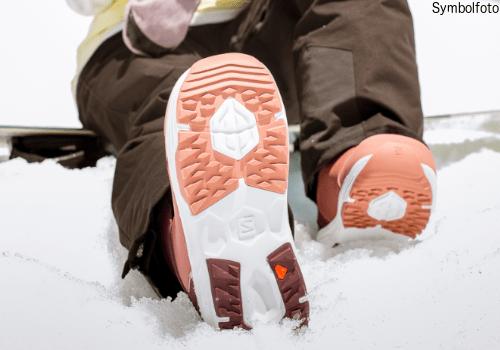 Snowboard ausrüstung online buchen mogasi